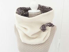 Des snood, et encore des snood… – Béabidouilles… Snood Scarf, Diy Scarf, Sewing Scarves, Sewing Clothes, Diy Couture, Couture Sewing, Creation Couture, Sewing Accessories, Neck Scarves