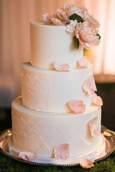 Wedding cake idea; Featured Photographer: Kevin Chin Photography, Featured Cake: Sweet on Cake