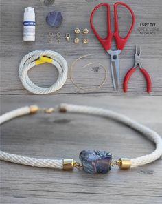 Elegante collar con cuerda y piedra