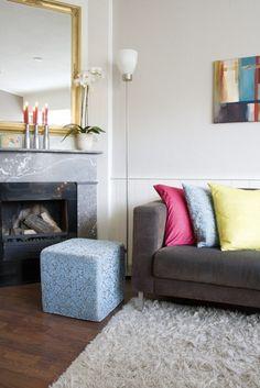 Styling marmeren schouw in jaren 30 huis na STIJLIDEE Interieuradvies en Styling via www.stijlidee.nl Deco, Decor, Furniture, Amazing Spaces, Ottoman, Chair, Home, Ensuite, Home Decor