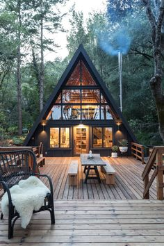Architecture – Enjoy the Great Outdoors! Cabin Style Homes, Tiny House Cabin, Log Homes, Cabin Design, Tiny House Design, Modern Tiny House, Triangle House, A Frame House Plans, Casas Containers