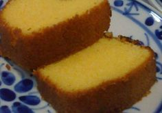 Bolo de Fubá Cozido! Esse bolo é delicioso, perfeito para o lanche da tarde! O primeiro passo é cozinhar o fubá, como se fosse fazer uma polenta. Depois, m