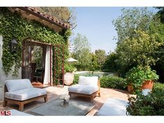 As you know, this September there is a new Nancy Meyers movie coming out. This time, though, Nancy is the producer while her daughter, Hall. Indoor Outdoor Living, Outdoor Rooms, Outdoor Decor, Outdoor Seating, Spanish Style Homes, Spanish House, Spanish Revival, Spanish Colonial, Home Again