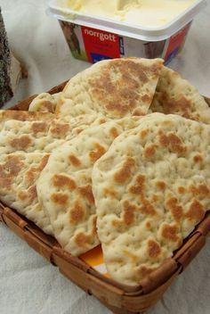 Ghakkun samiskt tunnbröd (Gáhkku, AKA glödkaka or rieska, is a soft sami flatbread) is part of Bread recepies - Scones, Bread Recipes, Baking Recipes, I Love Food, Good Food, Swedish Recipes, Bagan, Beignets, Bread Baking