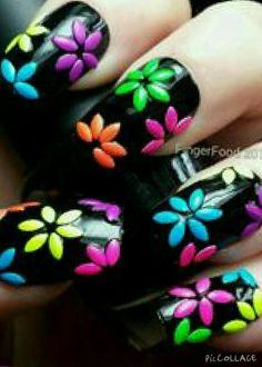 I must try this!! Where are my nail polish...?