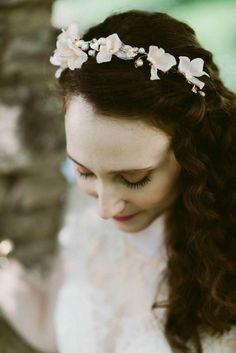 Pretty flower crown | Image by Suzuran Photography