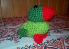 A papagáj 15 cm-es, horgolt, szivaccsal töltve. Yoshi, Beanie, Fictional Characters, Beanies, Beret
