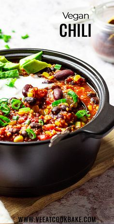 Homemade vegan Chili made quick with kidney beans, black beans, corn. Meatless Chili made with Bulgur or Quinoa. (wfpb) Homemade vegan Chili made quick with kidney beans, black beans, corn. Meatless Chili made with Bulgur or Quinoa. Vegan Dinner Recipes, Vegan Dinners, Vegan Recipes Easy, Whole Food Recipes, Vegetarian Recipes, Meatless Chili, Vegetarian Chili, Best Vegan Chili, Vegan Comfort Food