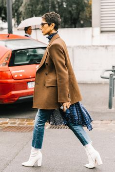 Street Style Great look seen here at Paris Fashion Week 2017 Looks Street Style, Street Style Edgy, Looks Style, Cute Blazer Outfits, Ripped Jeans Outfit, Skinny Jeans, Blazer Jeans, Mode Outfits, Jean Outfits