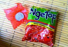 2018年7月3日(火)バリ島ウブドのお天気は晴れ。室内温度26.5℃、湿度80%。オヤツを買ったら中に赤い包み紙が。開けたらなんと、お金が入ってた!やったー!アタリ♪♪♪ってか現金そのままというのがスゴい(笑) #ピュアラバリ   #今日も良い日になりますように #バリ島 #ウブド #当たり #お菓子 #現玉