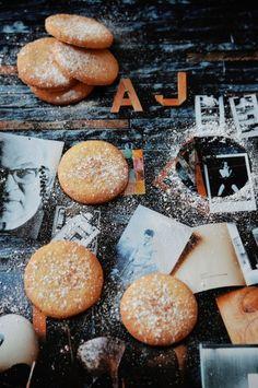 Citronové máslové sušenky Think Food, Lemon Butter, Shortbread Cookies, Biscuits, Dishes, Recipes, Lemon, Crack Crackers, Cookies