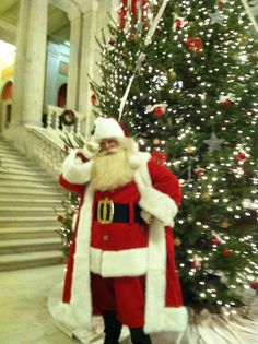 Santa Claus Michael Rielly visits the CHRISTmas Tree at the Rhode Island State House in Providence, RI. Santa Costume, Santa Pictures, Santa Suits, Rhode Island, Merry Christmas, Paintings, Costumes, Holiday, House