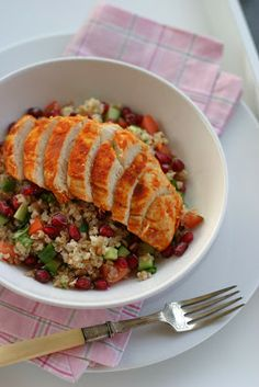 Spicy ovnsbakt kylling og bulgursalat med agurk og granateple /spicy oven baked chicken with harissa and bulgur salad with cucumber and pomegranate #8ingredients #easy #harissa #sitron #lemon