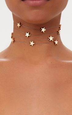 Gold Fine Star Cluster ChokerGo starry eyed in this cluster choker featuring multi gold stars. Black Choker Necklace, Silver Choker, Diy Necklace, Jewelry Accessories, Jewelry Design, Star Clothing, Star Cluster, Diamond Choker, Make Up