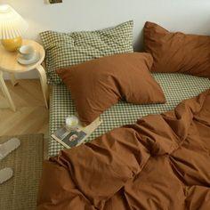 Brown Duvet Covers, Bed Duvet Covers, Bed Sheet Sizes, Stylish Beds, Queen Bedding Sets, Comforter Sets, Room Ideas Bedroom, Green Bedroom Decor, Aesthetic Bedroom