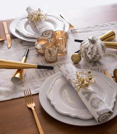 Metallic silver printed holiday text, snowflakes, and mistletoe on a white runner is a chic and modern way to add holiday cheer to your home. #Christmas #NewYearsEve #hosting #party #tablescape