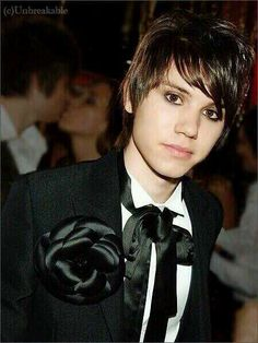 Ryan Ross (Panic! at the Disco and The Young Veins).
