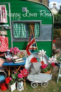 Vintage camper (Happy Loves Rosie)