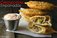 Nothing says melty, cheesy and delicious like an authentic Philly Cheesesteak sandwich. How does that get any better? Turn them into Cheesesteak Empanadas! Food Network Recipes, Cooking Recipes, Steak Recipes, Cooking Ideas, Pie Recipes, Yummy Recipes, Food Ideas, Chicken Empanadas, Gastronomia
