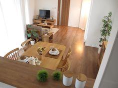 最近ブラックチェリー材を選ばれる方も増えてきているようですが、 家具までブラックチェリーで合わせるイメージの場合は家具のコストがとても高いものとのなります。 また、ブラックチェリー独特な経年変化もなかなか理解していただいてないように思います。 家具なび-ナラ・タモ無垢材の家具でナチュラルコーディネート