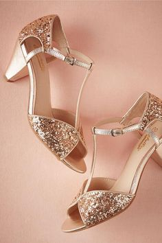 These copper t-strap pumps are a fabulous way to add just a dash of glitter for modern brides. @myweddingdotcom