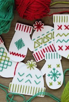 DIY Christmas Cards Ideas - Yarn Art Christmas Card You are in the right place about kids christmas Kids Crafts, Fun Projects For Kids, Holiday Crafts For Kids, Crafts For Kids To Make, Crafts For Teens, Art For Kids, Kids Fun, Winter Art Projects, Winter Project