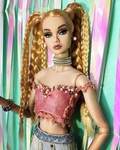 Barbie Dress, Barbie Clothes, Fashion Royalty Dolls, Fashion Dolls, Custom Barbie, Knee Up, Barbie And Ken, Ooak Dolls, Poppies