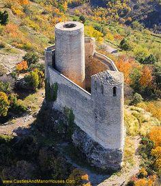 Castell de Mur is a municipality in the province of Lleida and autonomous community of Catalonia, Spain. Chateau Medieval, Medieval Castle, Beautiful Castles, Beautiful Buildings, Chateau Moyen Age, Architecture Antique, Castle Parts, Small Castles, Castle Pictures