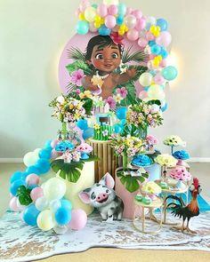 Encantadora festa no tema Baby Moana! Moana Birthday Party Theme, Moana Themed Party, Moana Party, 1st Birthday Parties, Birthday Party Decorations, Festa Moana Baby, Baby Moana, Girls Party, Flamingo Birthday
