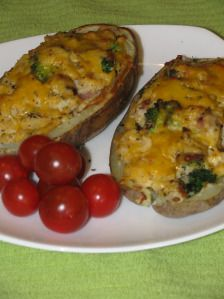 SKINNY Bacon and Broccoli Stuffed Double Baked Potatoes- 288 calories MADE W/ REAL BACON!