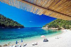 Der Pupnatska-Strand ist eines der Insel-Highlights