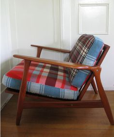 Naaien: Dekens *Sewing: Blankets ~Stoelbekleding *Chair Covered in Old Blankets~ Recycled Furniture, Home Furniture, Cushions, Pillows, Mid Century Style, Vintage Wool, Wool Blanket, Slipcovers, Decoration
