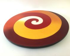 Lazy Susan hecho a mano pintado de madera diseño moderno Repurposed Furniture, Painted Furniture, Wooden Cake, Lazy Susan, Ceramic Plates, Wood Art, Coasters, Projects To Try, Behance
