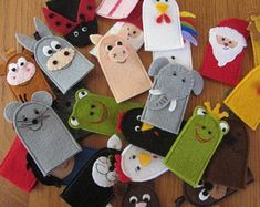 Puppet Show For Kids, Puppets For Kids, Peppa Pig Family, Felt Crafts Patterns, Felt Finger Puppets, Puppet Making, Felt Bunny, Brown Cat, Woodland Baby