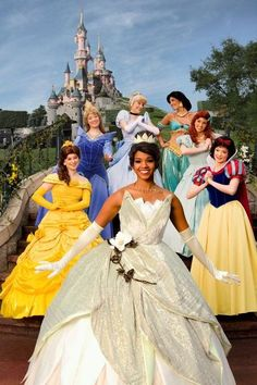 Princesses welcoming Tiana to their group - Aurora's in blue?! Yay!