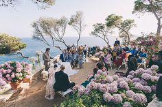 Enamorados de las ceremonias con vistas al mar!  Junto a @bodasdecuento @sibariscatering @tavoladecoracion @kamalevents @quimclark @dianagali @pronovias