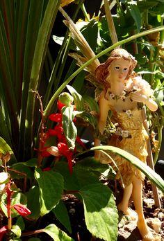 Fiction Books For Kids, Fantasy Fiction, Princess Zelda, Christmas Ornaments, Holiday Decor, Garden, Beautiful, Garten, Christmas Jewelry
