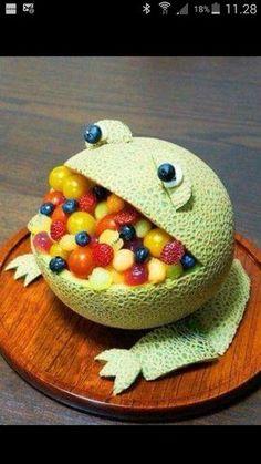 """Sund Kaj """"kage"""" af frugt, perfekt til børnefødselsdag..."""