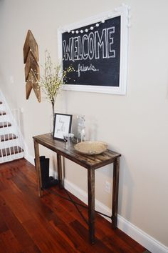 Farmhouse entry way decor - diy - table - wooden arrows. Click to find out where to buy!