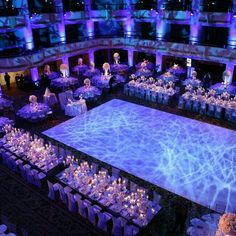 hochzeit location Lighting made all the difference in this lavish white wedding weddingstylemaga Quinceanera Decorations, Wedding Reception Decorations, Wedding Themes, Wedding Table, Wedding Styles, Wedding Venues, Trendy Wedding, Wedding Ideas, Indian Wedding Venue