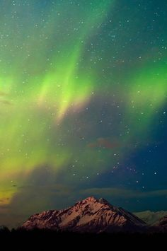 ✮ A beautiful aurora borealis over Pioneer Peak in Alaska's Chugach mountain range