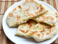 Naans au fromage avec Thermomix - Recette Thermomix - The Best Easy Chinese Recipes Vegetarian Crockpot Recipes, Vegetarian Appetizers, Meat Recipes, Thermomix Recipes Healthy, Recipes Dinner, Easy Indian Recipes, Easy Snacks, Coco, Jars