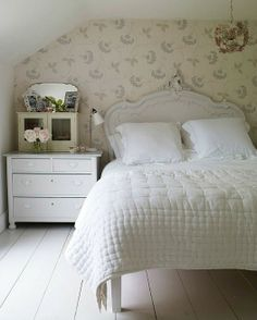 white bedroom Foster House filming location