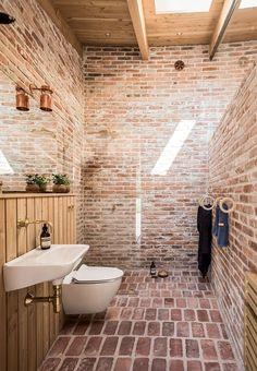 Familien har fået en arkitekturpris for deres ganske særlige hjem på Fyn – et rundt hus skabt af genbrugssten.