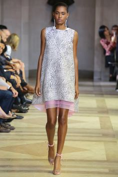 Carolina Herrera Spring 2016 Ready-to-Wear Fashion Show - Ysaunny Brito