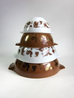 Vintage 1960s Pyrex Americana Cinderella Bowl Set by AttysVintage