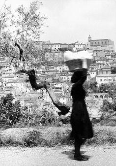 Vittorio Piergiovanni, Lavandaia, 1956 circa, 27,4x38,9 cm, stampa d'epoca (vintage print), gelatina al bromuro d'argento, timbrata sul verso