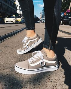 vans old skool sneakers + black zip skinny jeans Outfits With Vans, Vans Outfit, Mode Outfits, Sock Shoes, Cute Shoes, Me Too Shoes, Shoe Boots, Dream Shoes, Crazy Shoes