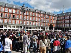 Gran ambiente en la plaza Mayor de Madrid