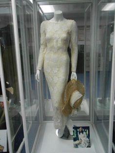 No Me Queda Más wedding scene dress